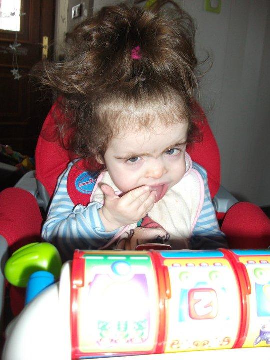 Elea est une petite fille handicapée