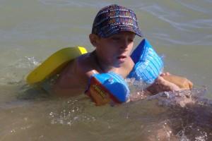 Erwan, handicapé, se baigne