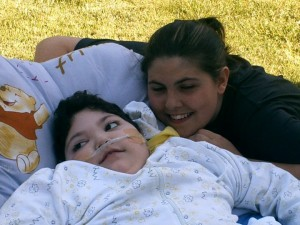 Louise, atteinte du syndrome de Dravet, et sa soeur