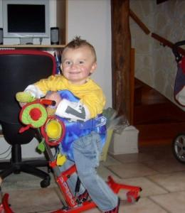 Lucas est un petit garçon atteint du syndrome de West