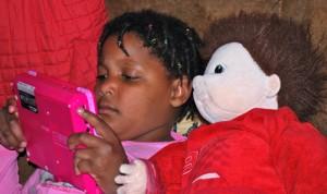 Paloma adore sa poupée empathie