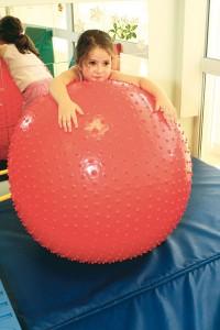 Améliorer sa motricité avec des ballons