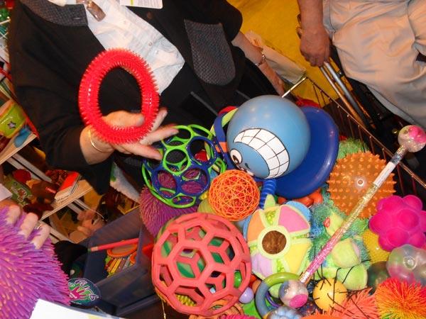Jouer avec Hop'Toys et ses jeux et jouets éducatifs