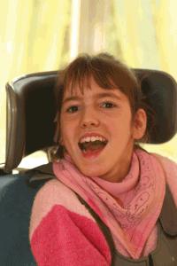 Morgane est une jeune fille souriante