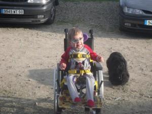 Ethan est un jeune garçon polyhandicapé