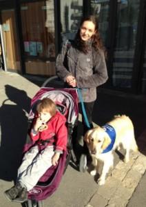 Elsa, Loan et Gigotte son chien d'éveil