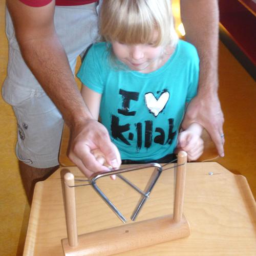 Elisa et le pupitre triangle