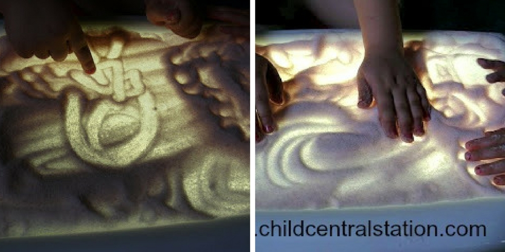 Du sable sur la table lumineuse