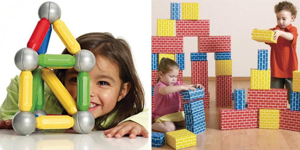 Des enfants jouent à des jeux de construction