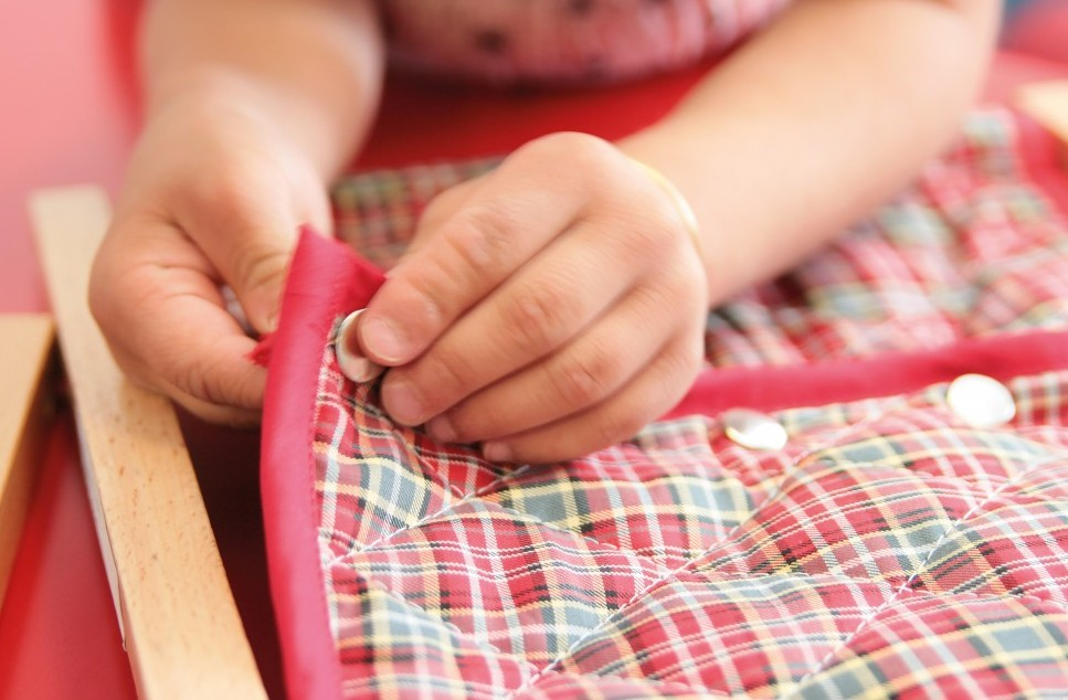 montessori cadre habillage