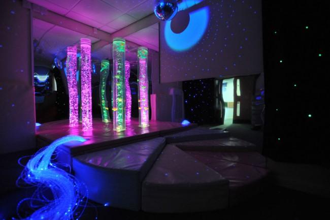 salle multi sensorielle noir lumière