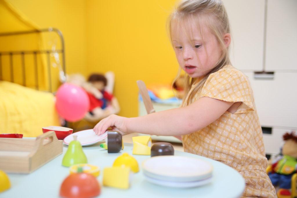 Trisomie 21 : comment faciliter les apprentissages ? - Blog Hop'Toys