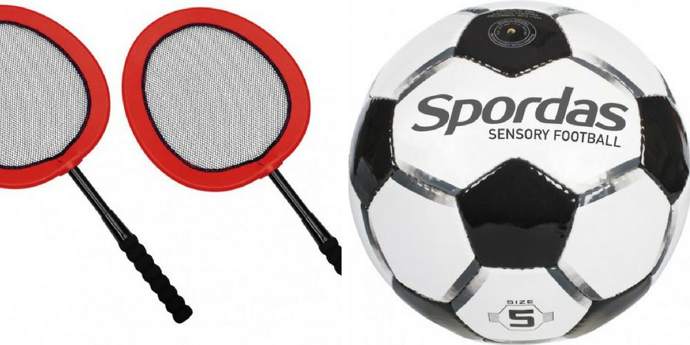 Les raquettes et le ballon inclusifs de Hop Toys