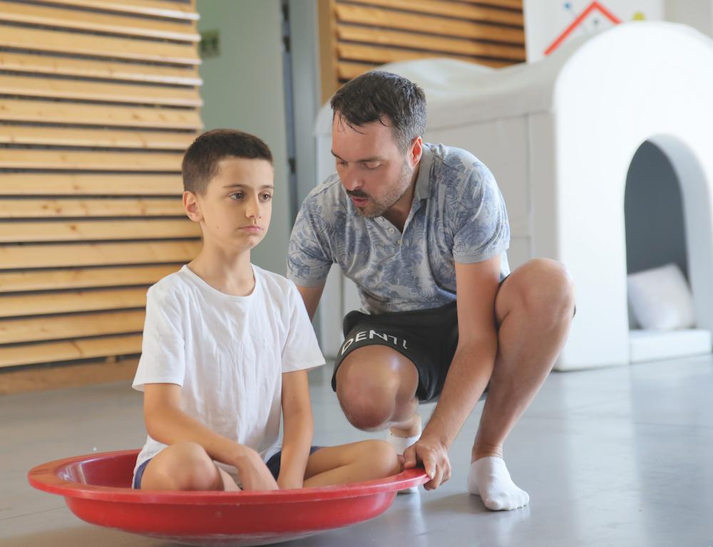 La toupie : un outil stimulant pour le regard de l'enfant autiste