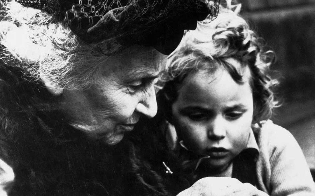 Maria Montessori avec un enfant