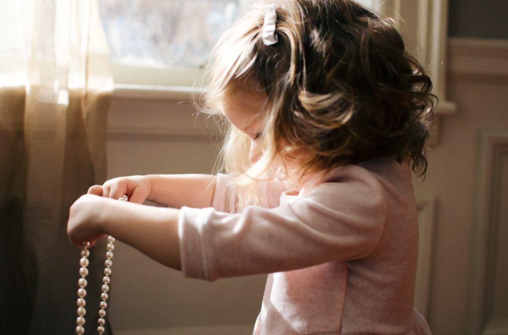 Pourquoi l'enfant a un ami imaginaire