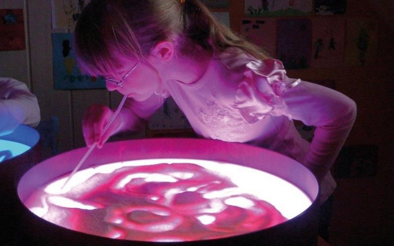 Deux activités lumineuses avec la table magic light