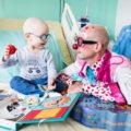 Clown et enfant malade