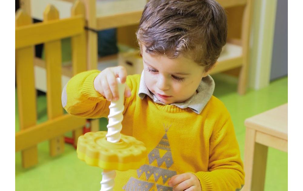 Enfant qui joue avec un Spinagain
