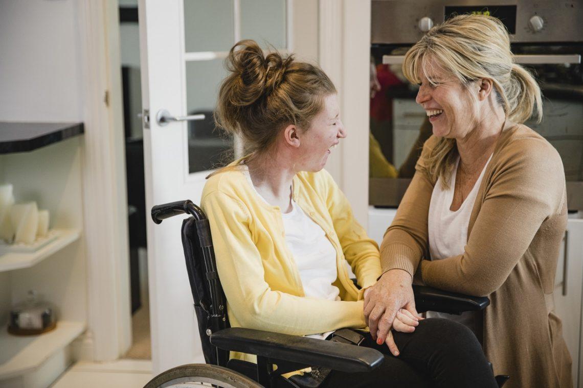 comunicar con una persona con discapacidad