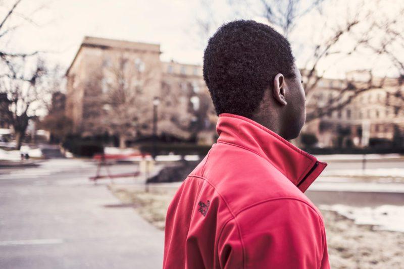 Un adolescent en manque de confiance