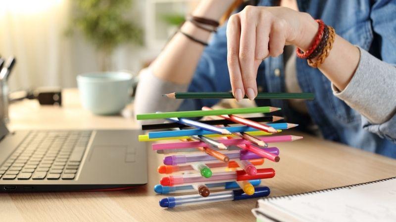 Un visuel pour représenter la procrastination chez l'adolescent