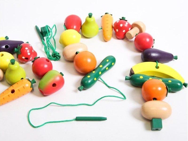 Activité Alzheimer : fruits et légumes à lacer