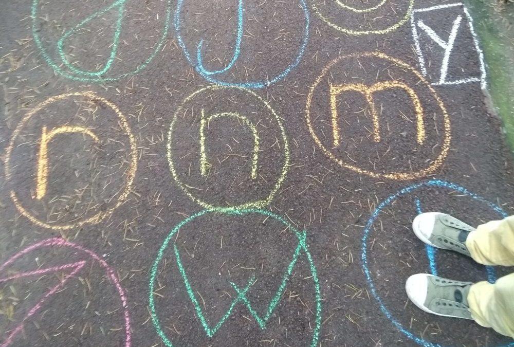 Vacances apprenantes : des activités ludiques pour réviser l'alphabet