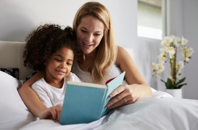 Fête des mères : glisser des mots doux dans son livre préféré