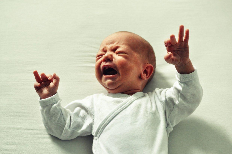 confinement et pleurs de bébé