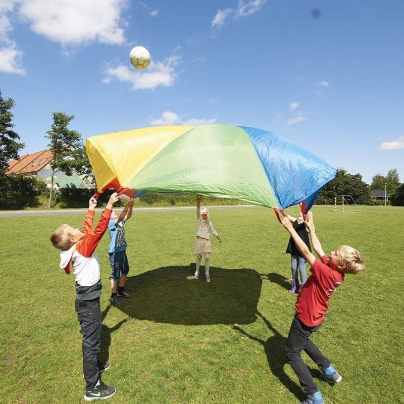 Le jeu du parachute en extérieur