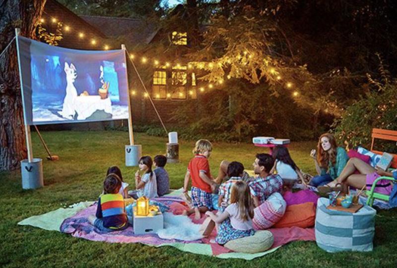 Une séance de cinéma dans le jardin