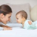 Maman bébé position ventrale