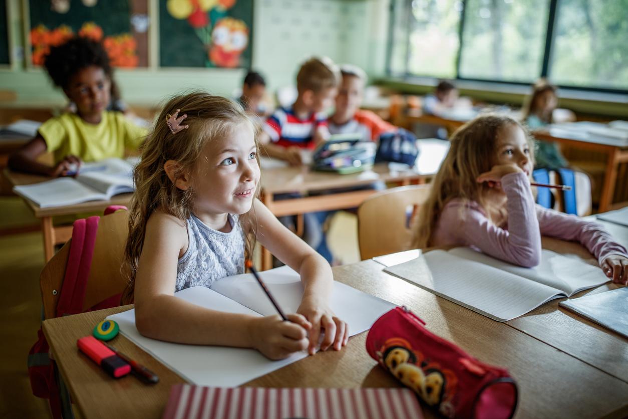 Enfants en salle de classe
