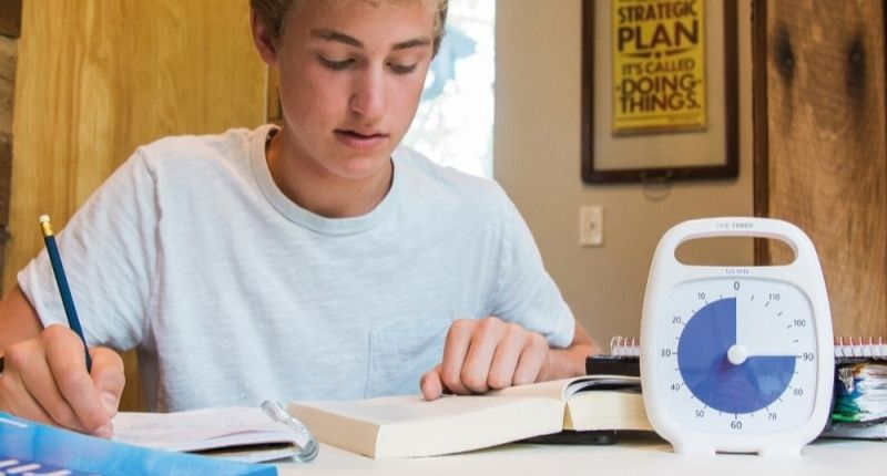 Un étudiant avec un Time TImer