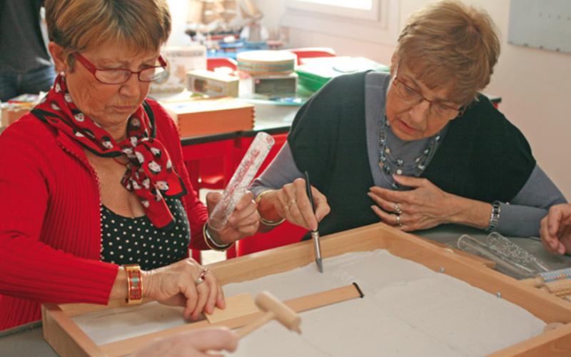 Bac de découverte pour personnes âgées