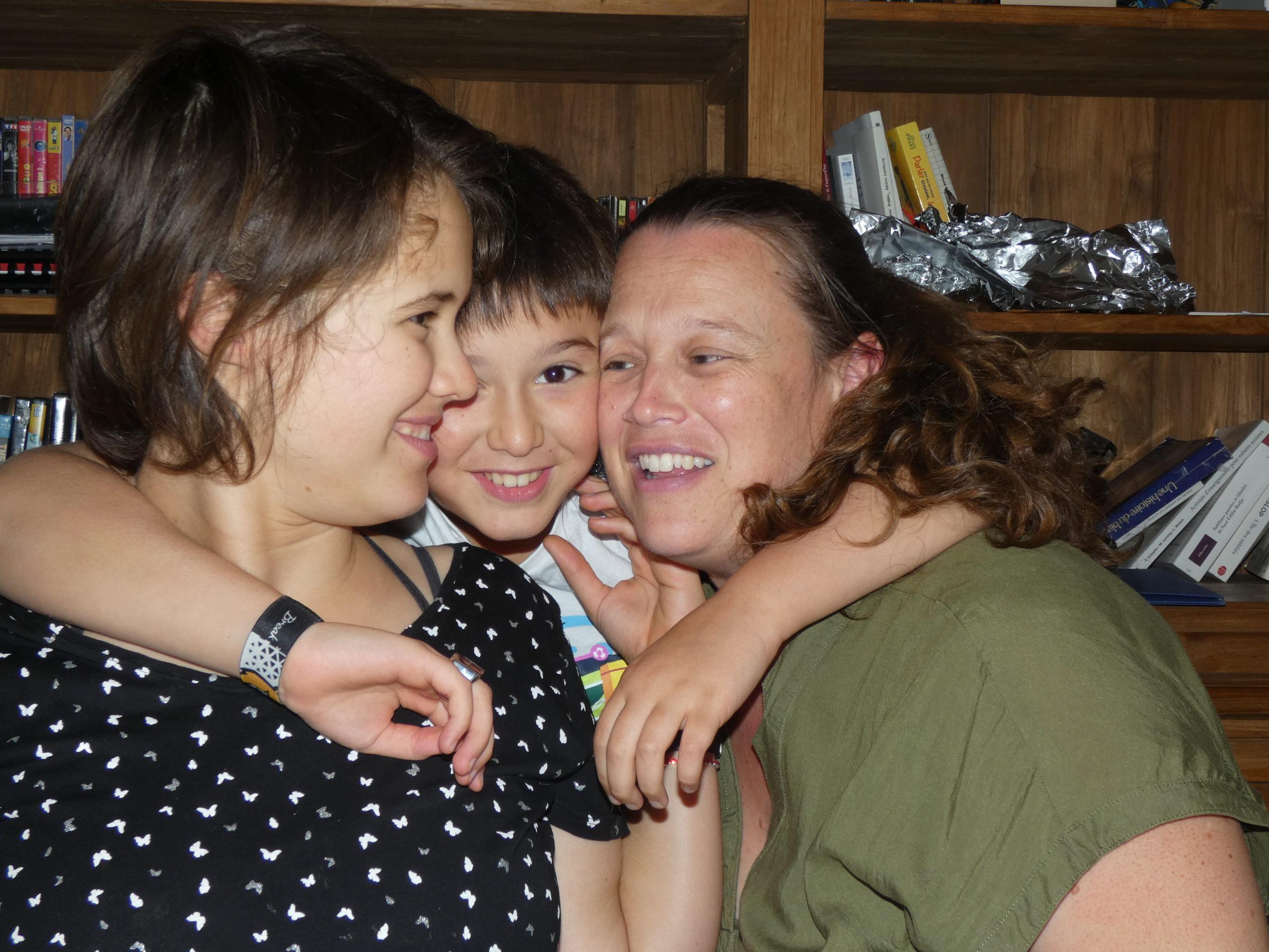 Isaé Manon, Tom et leur maman