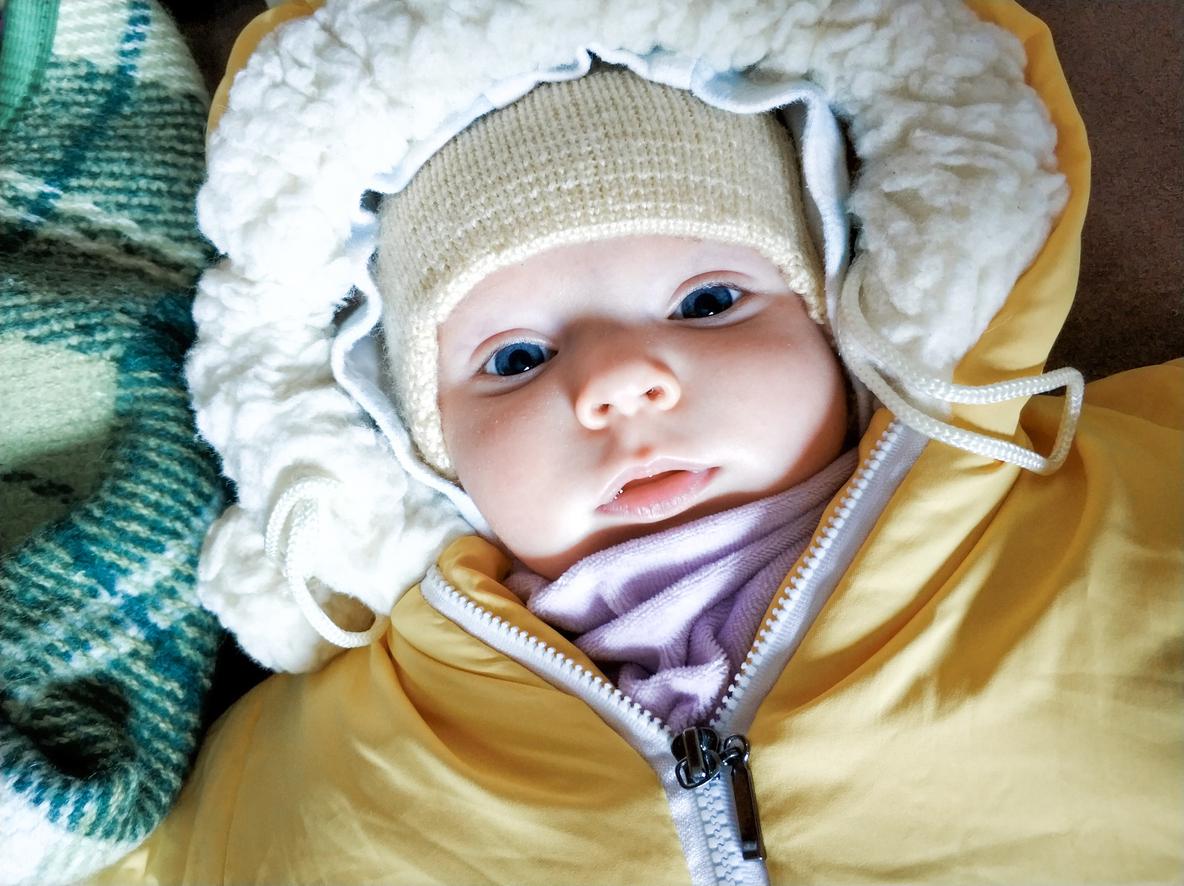 enfant bébé hiver dehors
