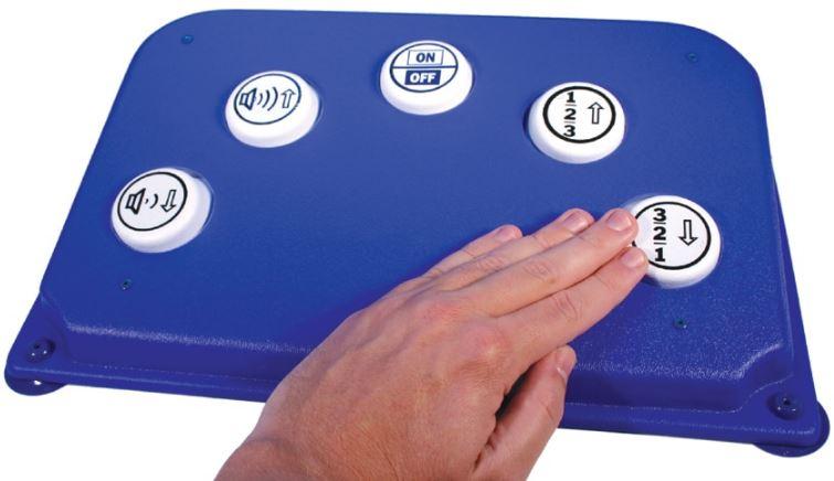 Commande d'appareils électriques et télécommande adaptée
