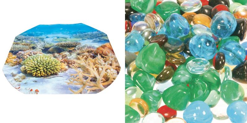 Un décor et des perles en verre pour mettre en scène un bac d'exploration