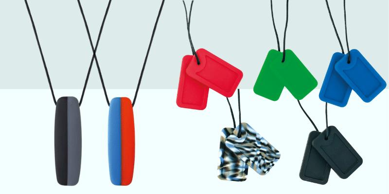 collier planche de surf et collier plaques chewigem
