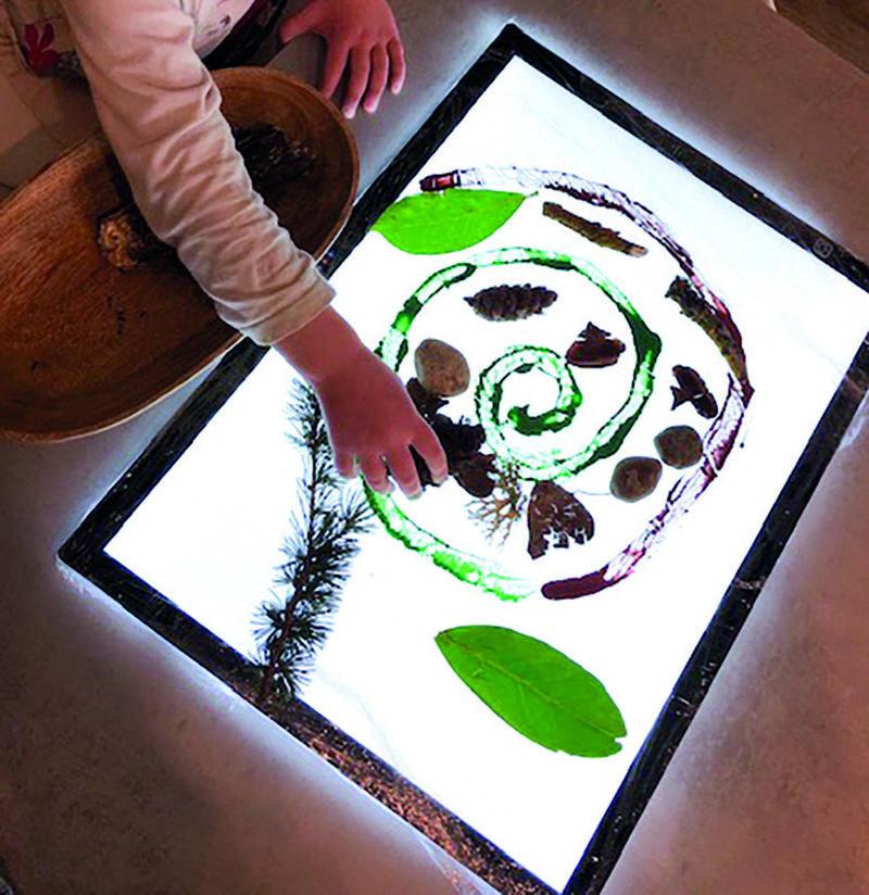 mandala sur table lumineuse activité de France Tronel
