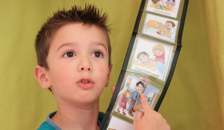 Enfant avec un planning visuel