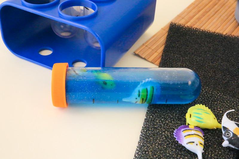 Un tube sensoriel représentant la mer