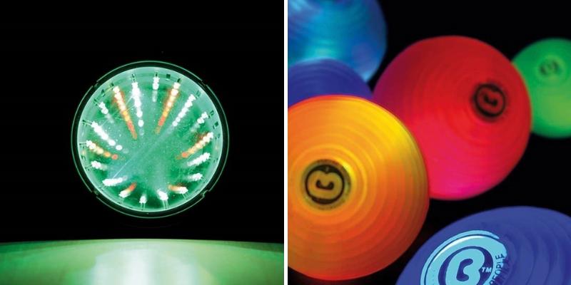 Un miroir infini lumineux et des balles sensorielles