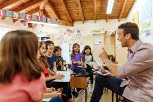 groupe d'élèves et enseignant